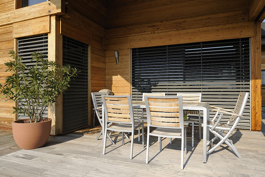 brise soleil orientable mondial menuiserie bordeaux. Black Bedroom Furniture Sets. Home Design Ideas